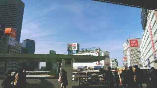 東京の空は四角かった